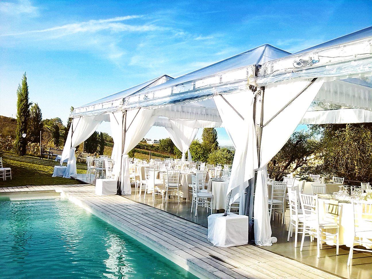 Allestimento elegance a bordo piscina c s eurofiere for Matrimonio bordo piscina